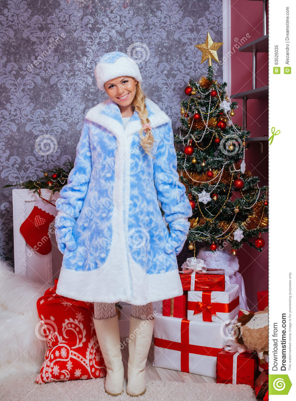 Download Beautiful Girl Dressed In A Traditional Russian Style Of Christm Stock Image