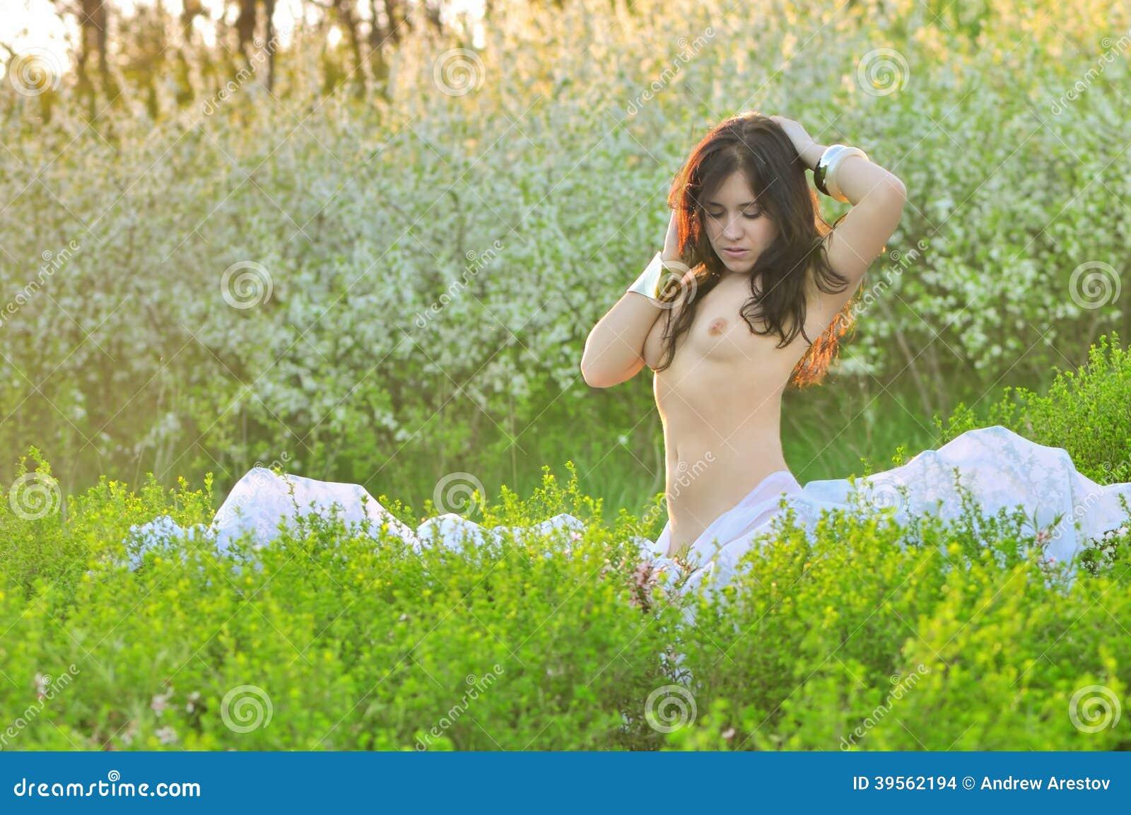 nude-girls-garden-young-kris-kardashian-nude-naked