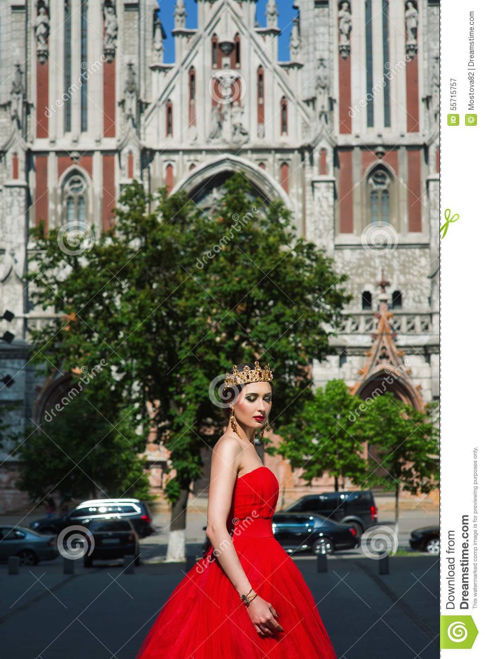 crown catholic girl personals The pro's and con of dating a catholic man  but girls dating the discerning catholic man worry that he may want to dedicate his life to priesthood or religious.