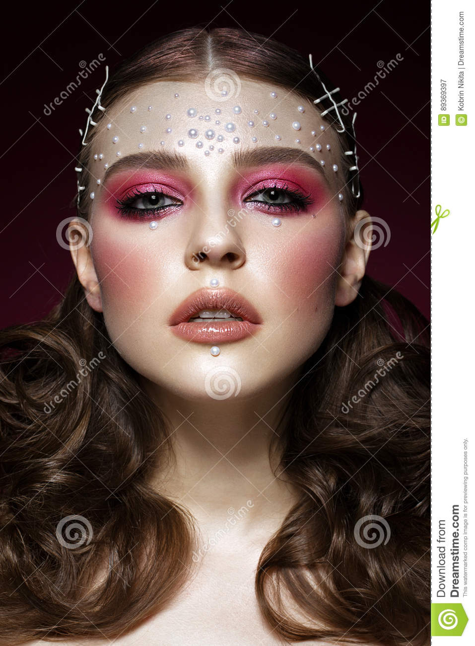 Beautiful Girl With Perfect Art Makeup And Pearl Beads Beauty Face Stock Image Image Of Paint Gloss 89369397