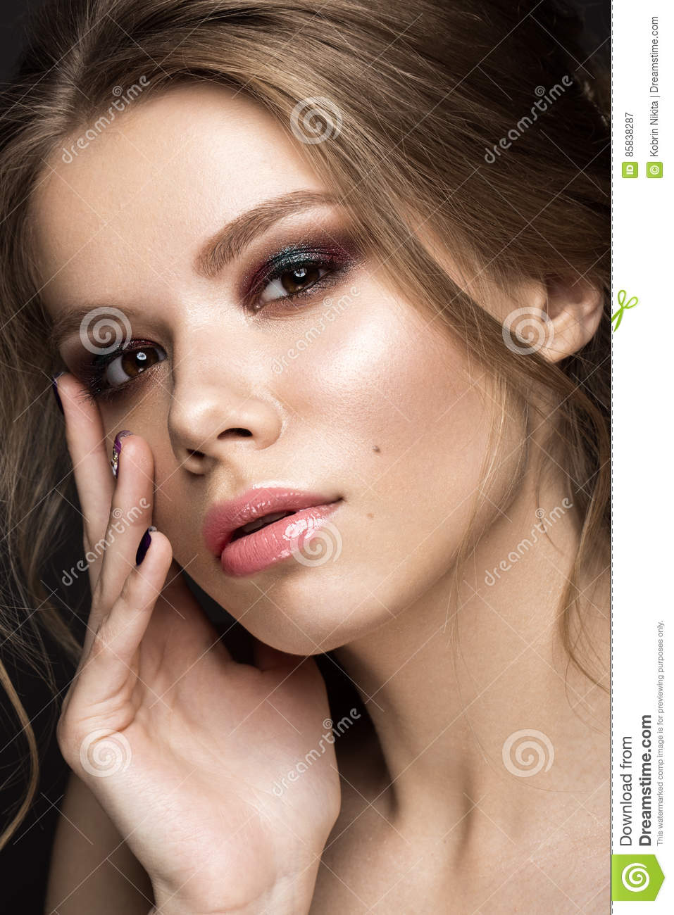 How To Apply Makeup For Evening Wedding