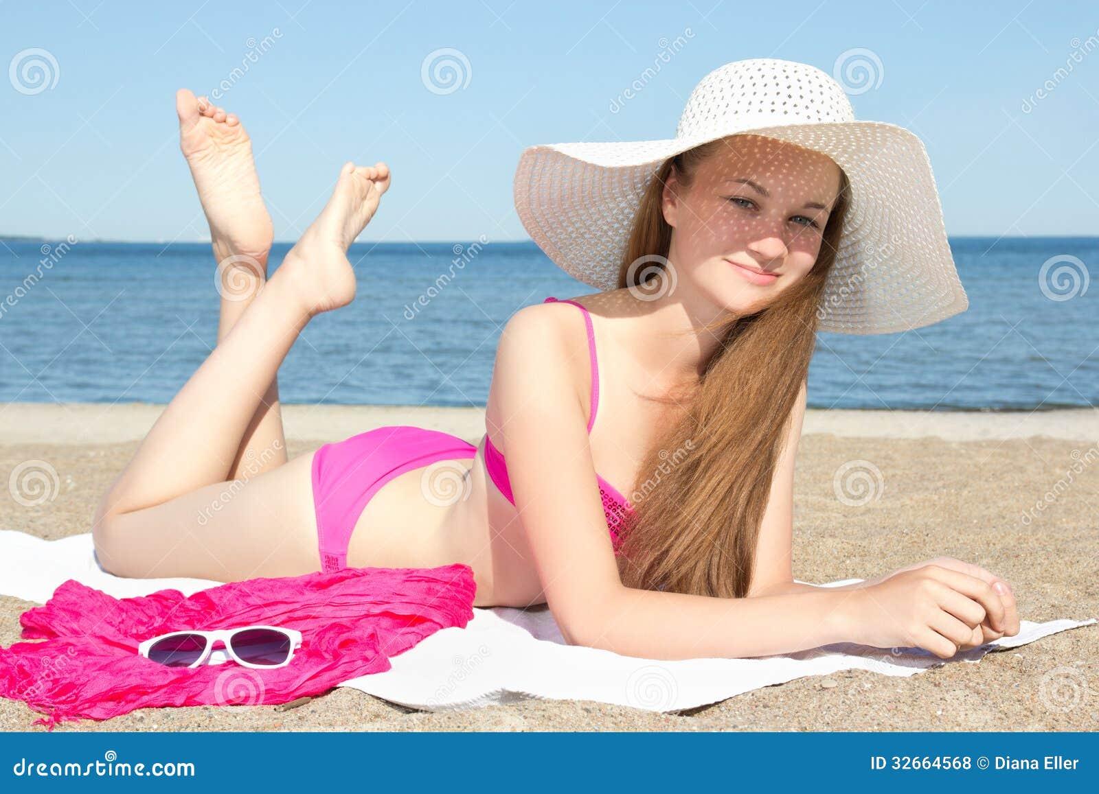 Hot older womwn in bikinis