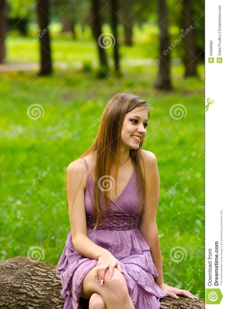 Beautiful Girl Sitting In The Park Royalty Free Stock