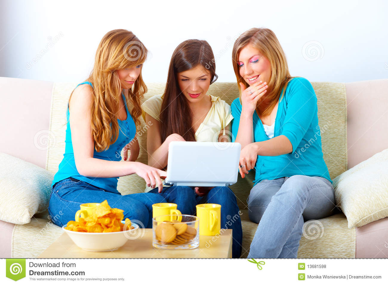 meeting a girl online dating Learn how to write a better first message in online dating  dating, first messages where i asked the girl out were uncommon  shy when first meeting.