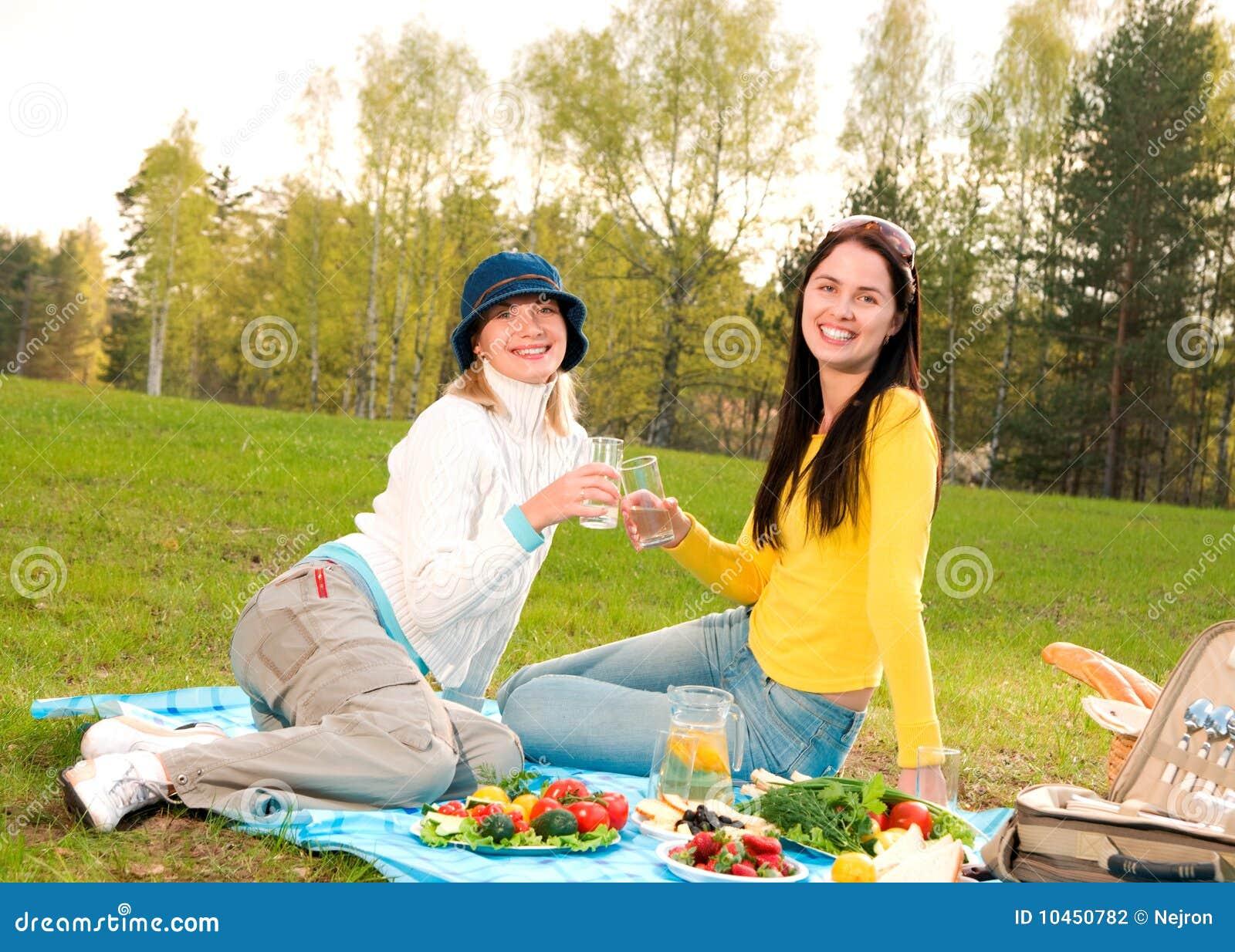 С женой на пикнике 11 фотография