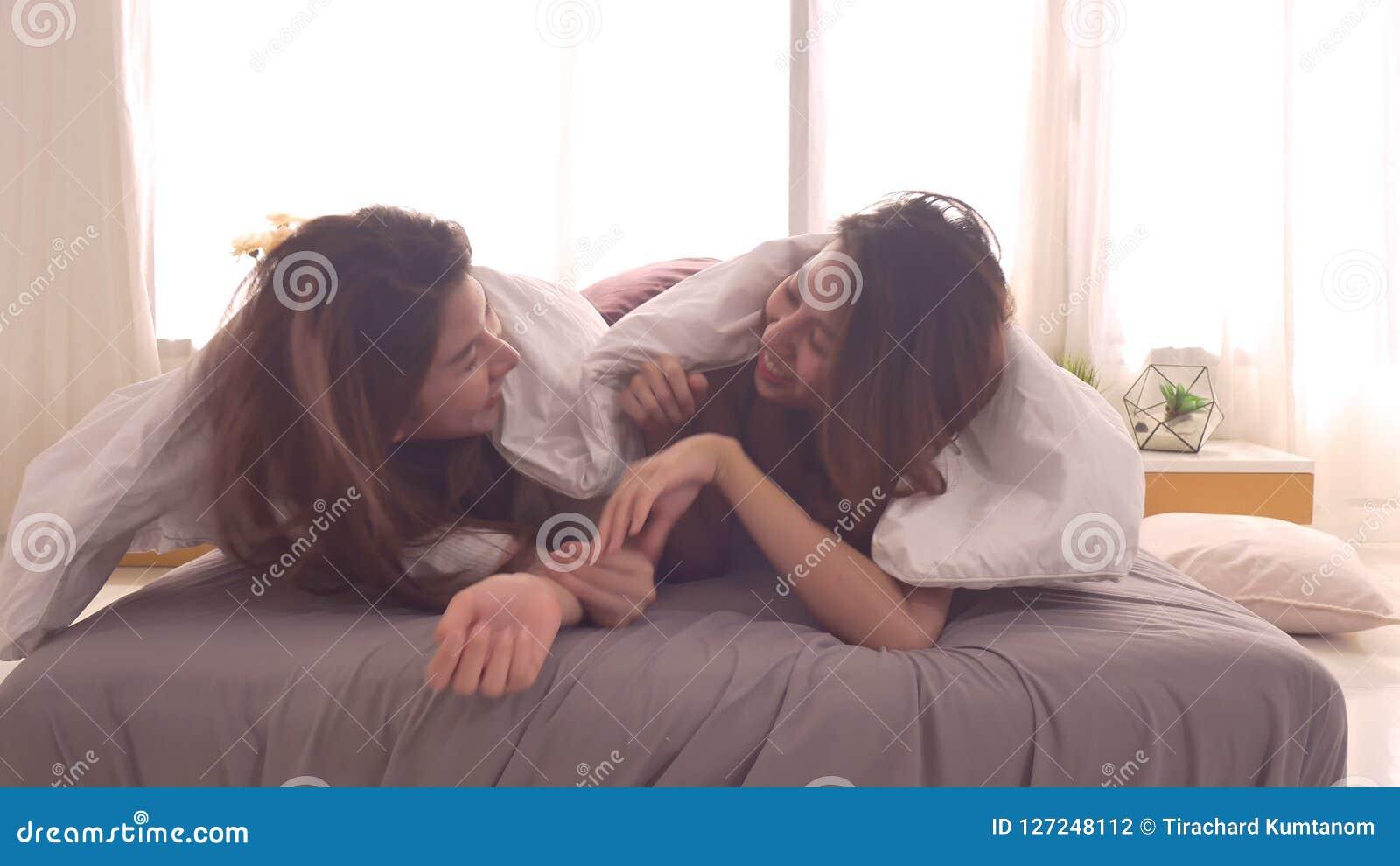Asian lesbians having