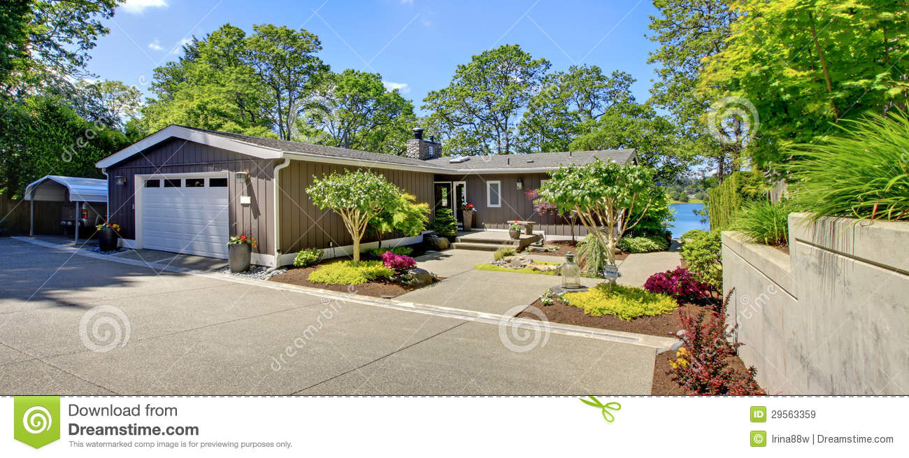 Beautiful Home With Garage Lake View And Large Front Yard