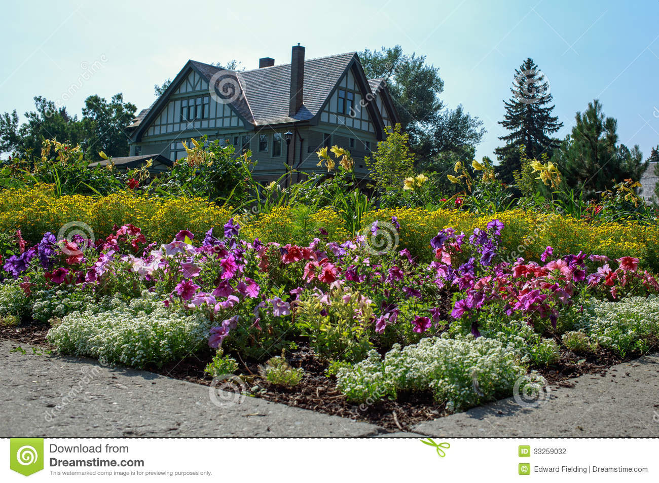 Beautiful House And Gardens Stock Photography Image