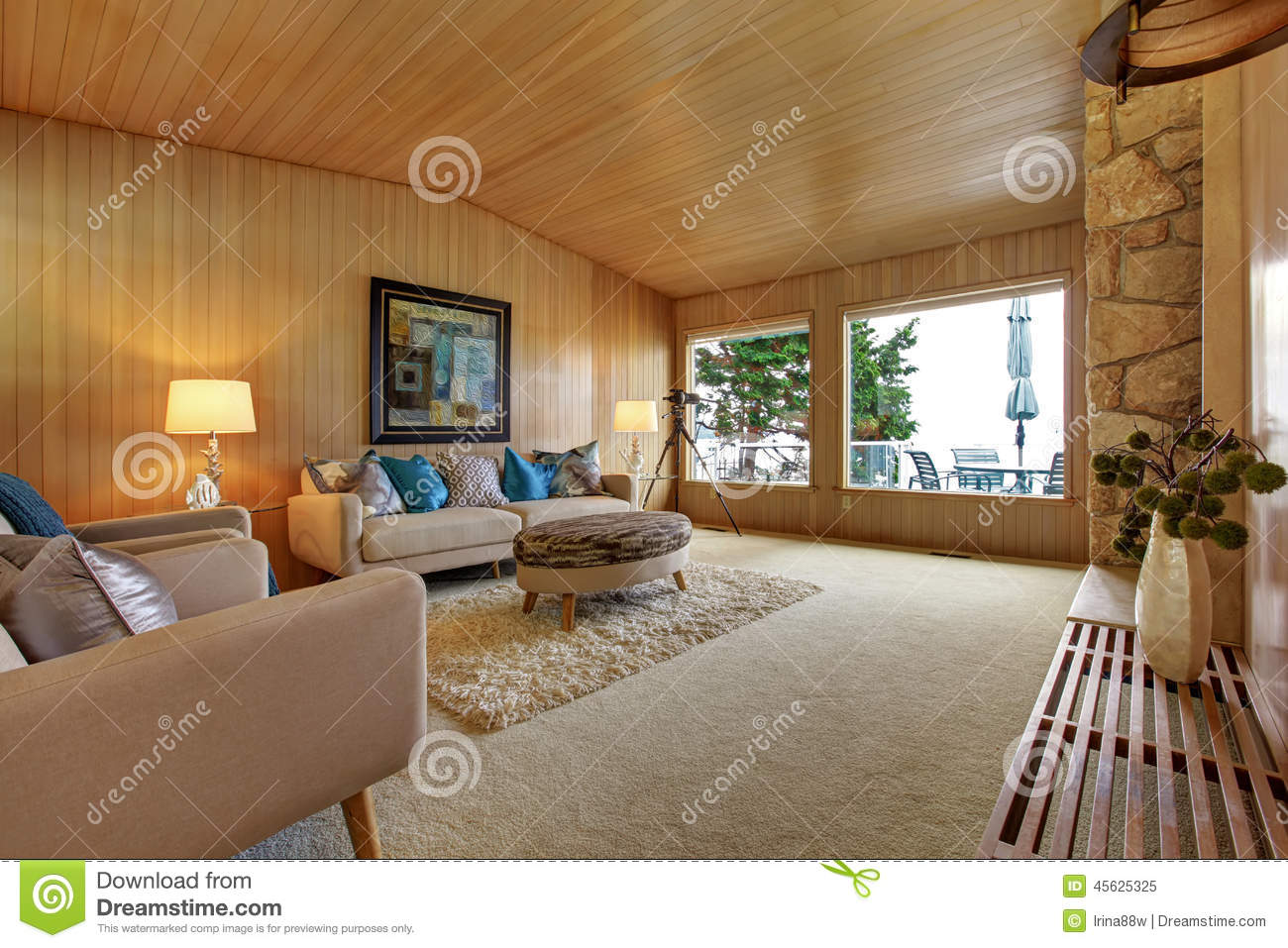 Beautiful house interior with wooden plank trim cozy for Beautiful interior of houses