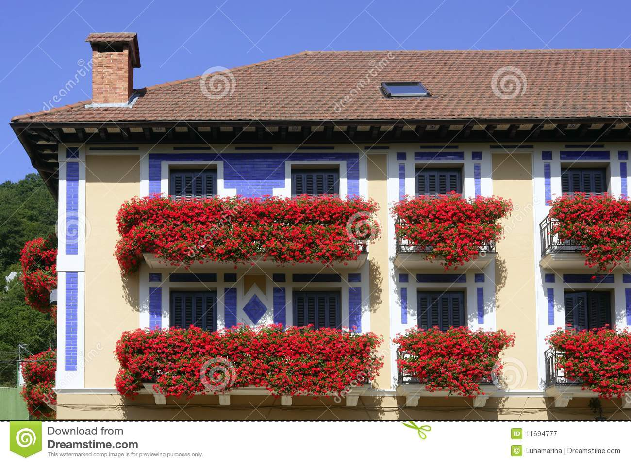 Beautiful house in navarra with flowers on balcony royalty - Beautiful houses with balcony ...