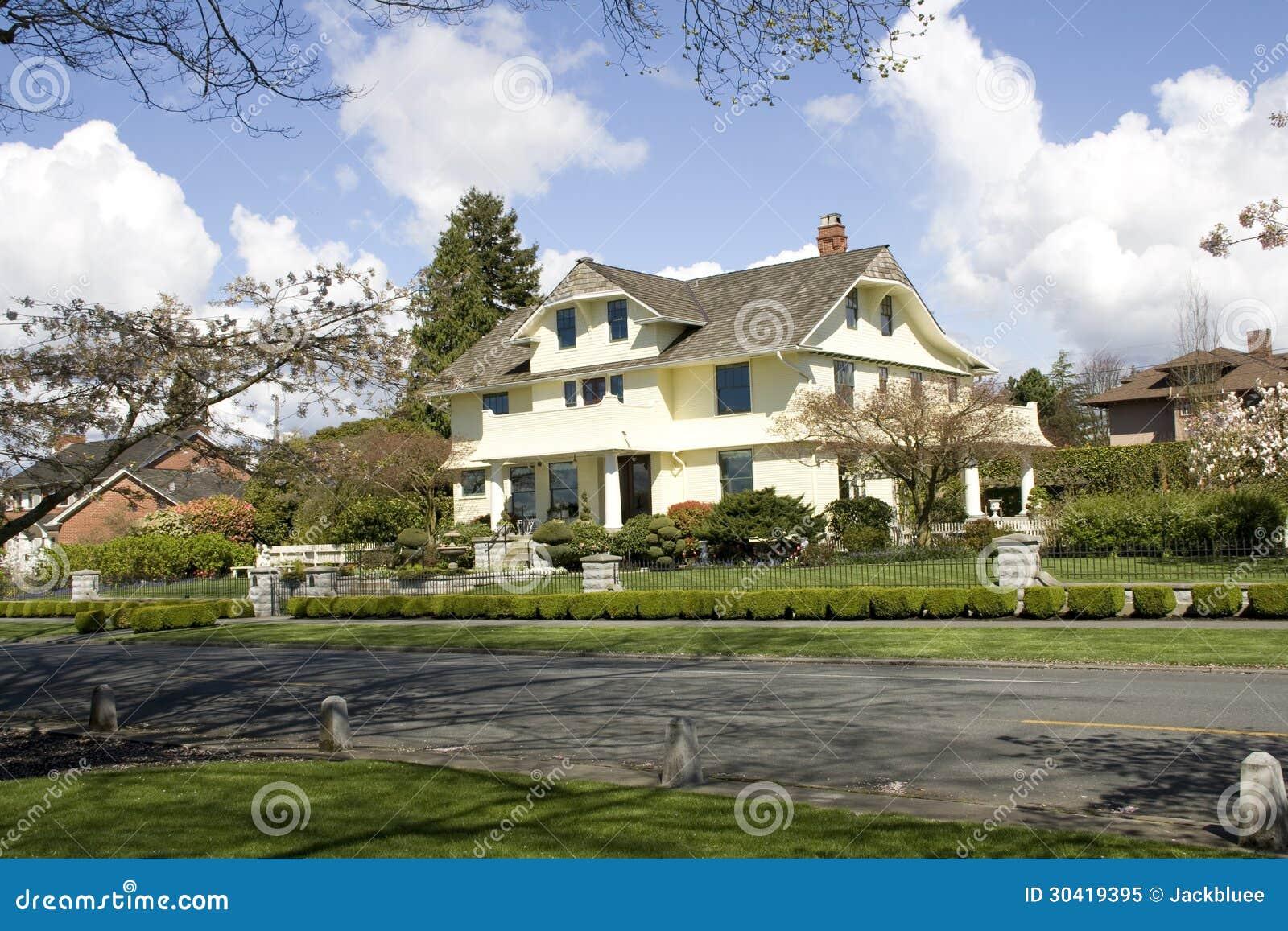 Beautiful houses in a nice neighborhood
