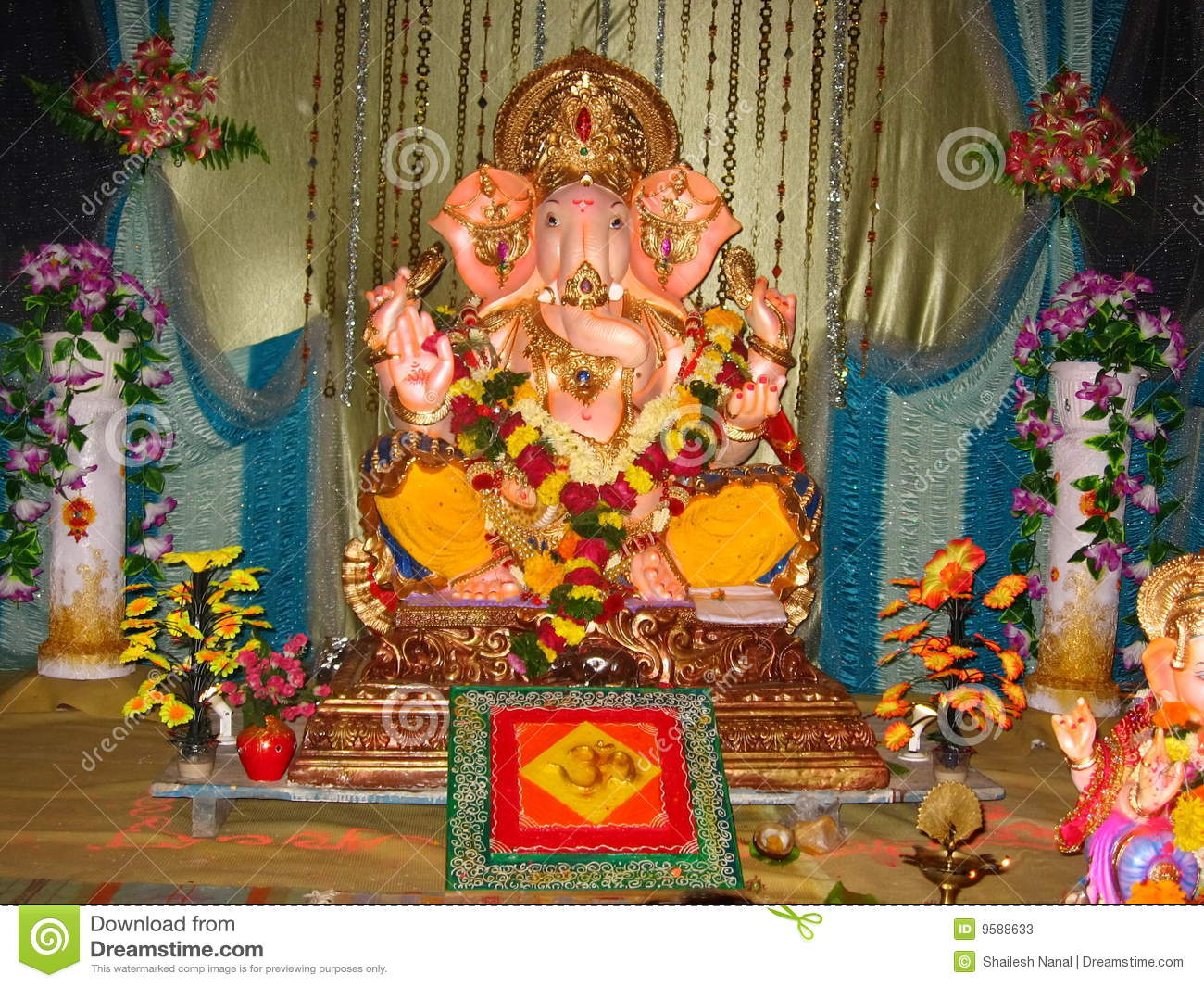 Beautiful idol lord ganesh iv stock photos image 9588633 for Background decoration for ganpati