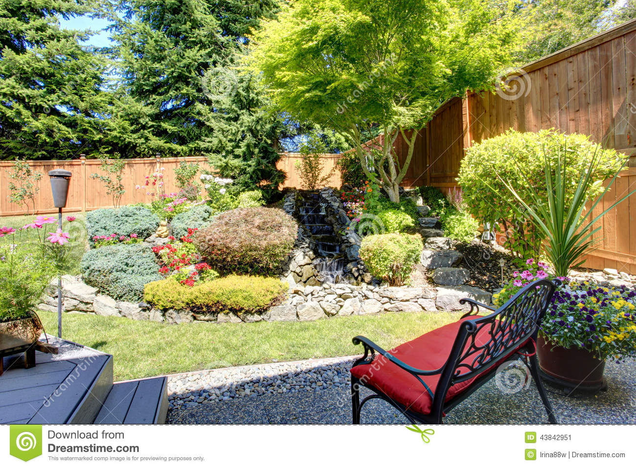 Beautiful backyard garden design various for Beautiful yard landscapes