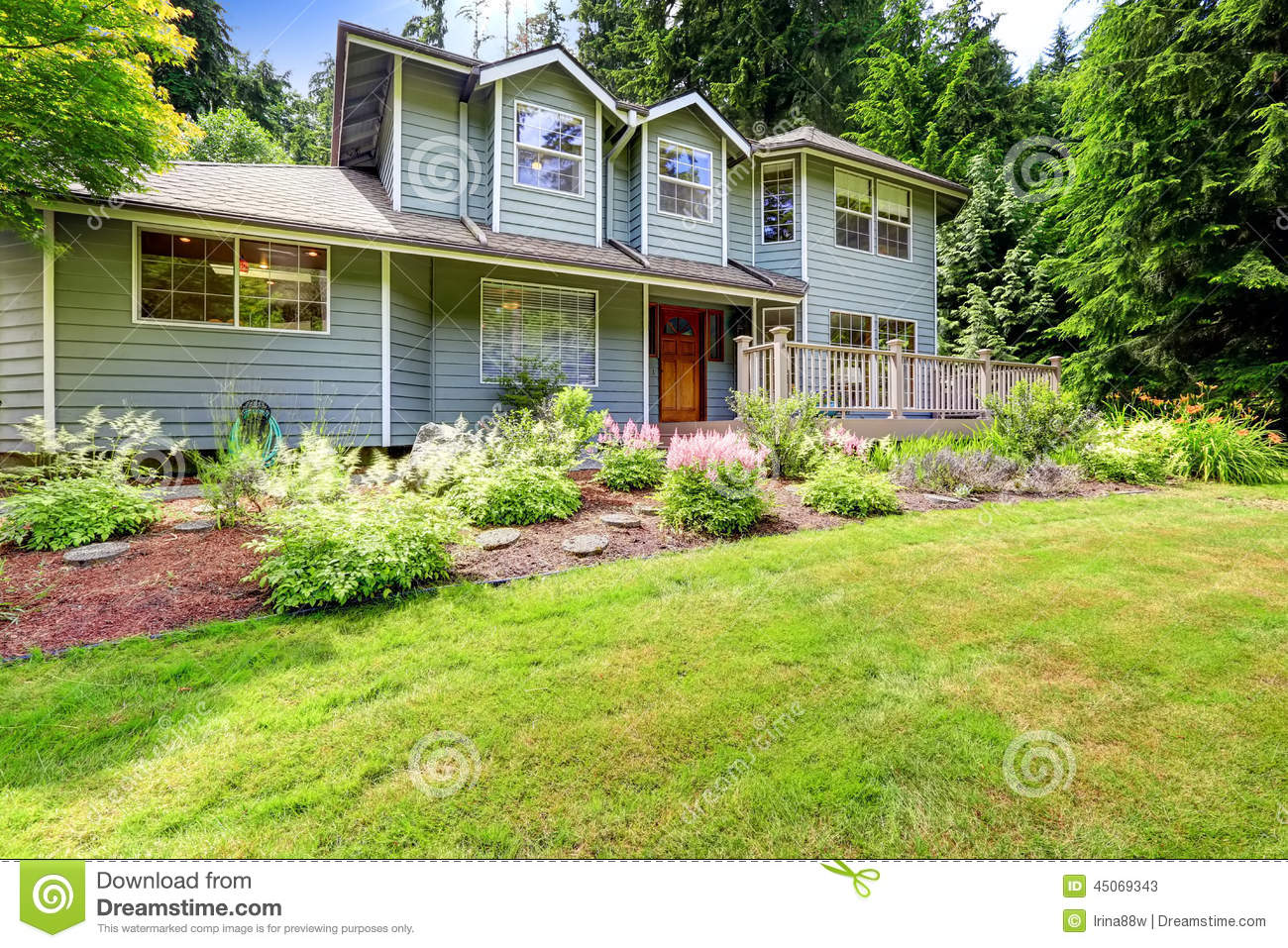 Beautiful landscape design with sawdust flower bed and for House lawn design