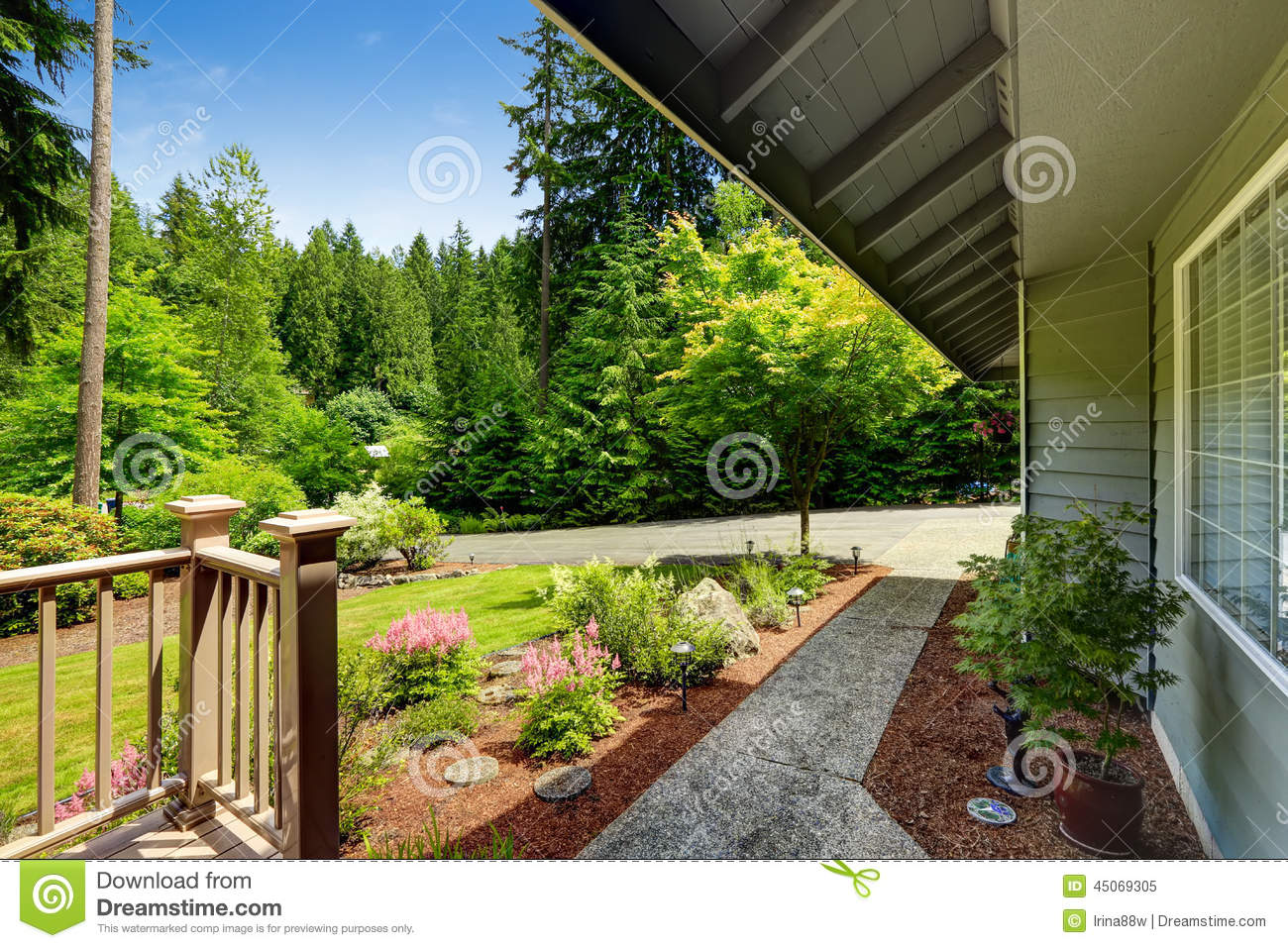 Beautiful landscape design with walkway house exterior for Exterior worlds landscape design