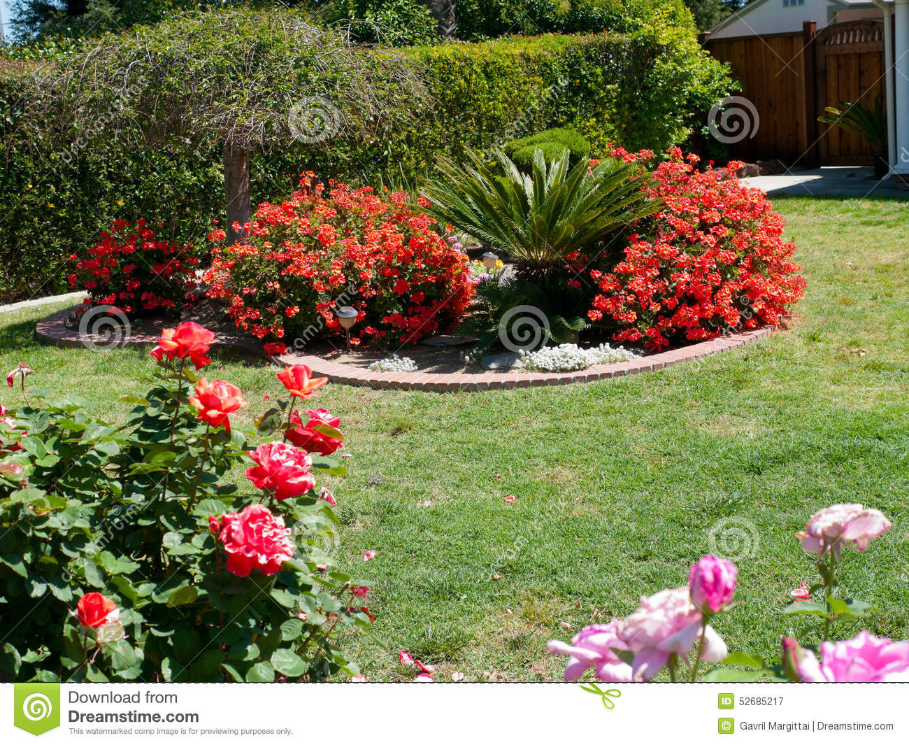 Beautiful landscaping in a front yard Royalty Free Stock Photography. Beautiful Landscaping Stock Images   Image  14443794
