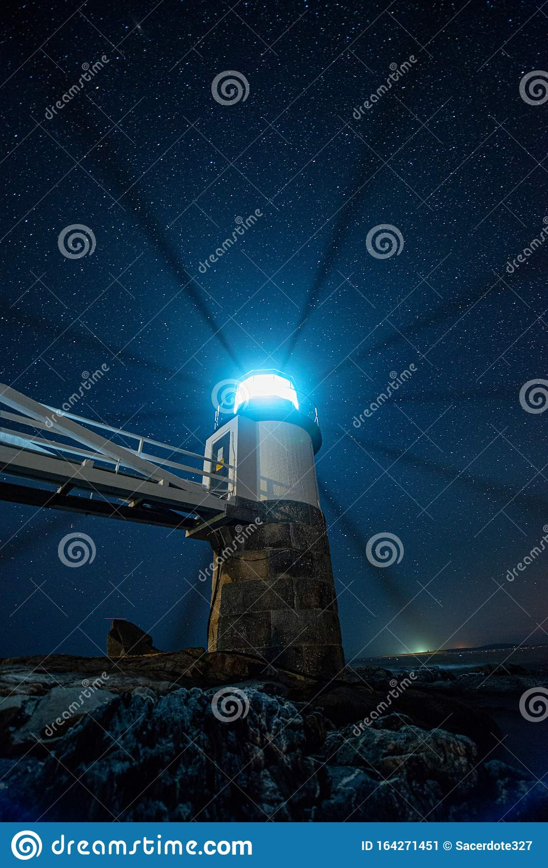 Light beams marshal point lighthouse