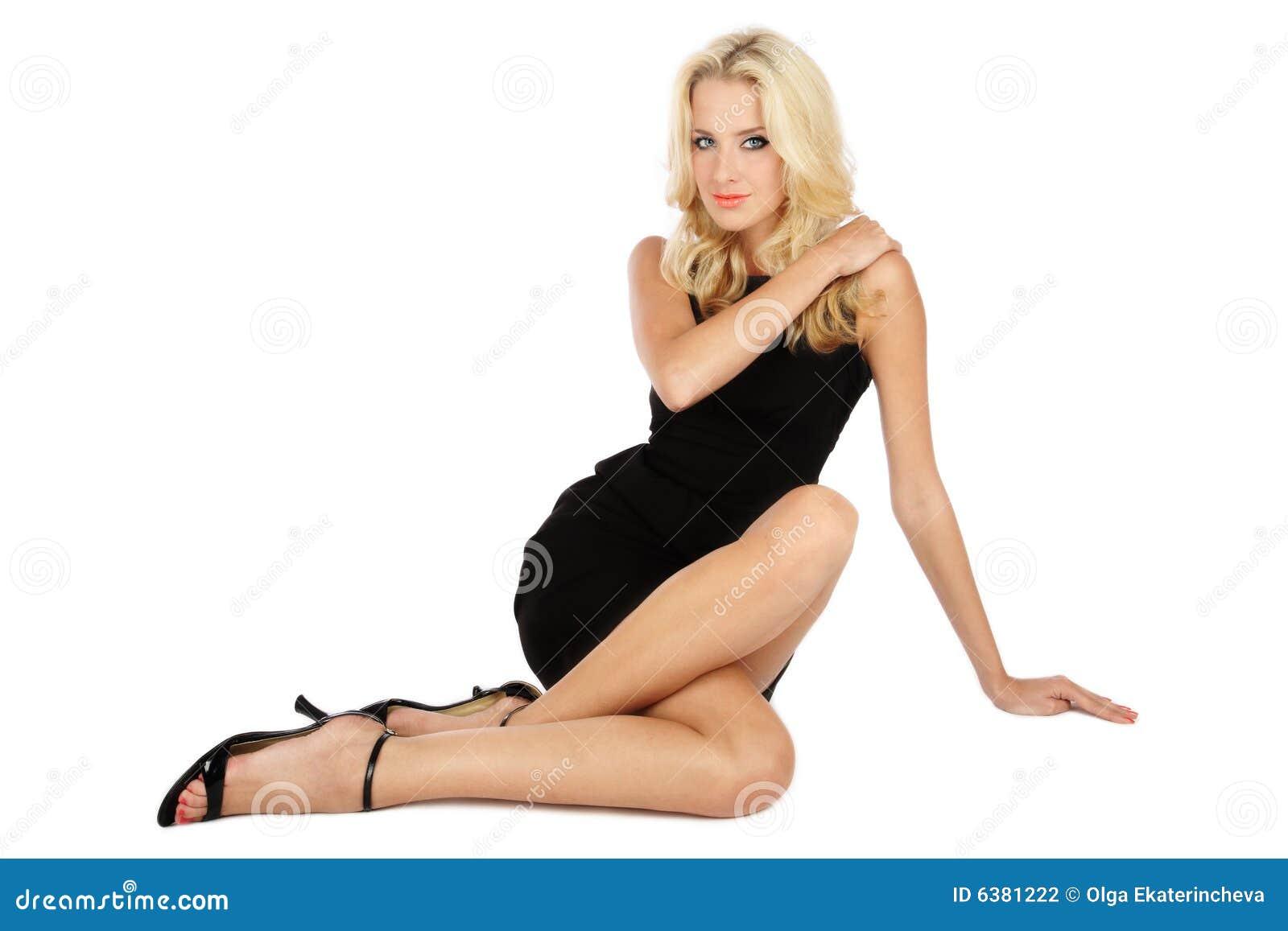 Фото девушки скрестив ноги