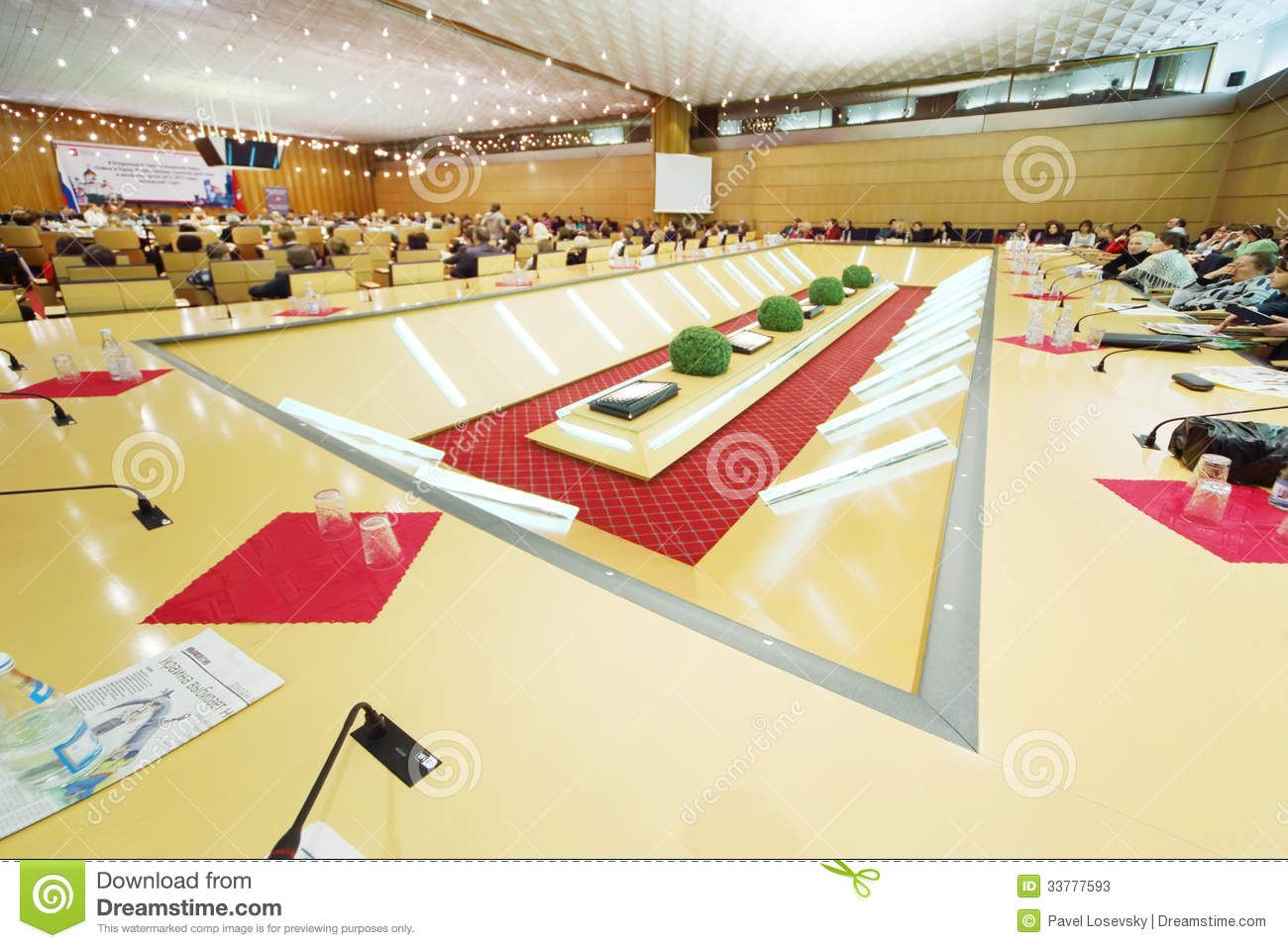 Beautiful long table at event moscow for life and people for Table moscow