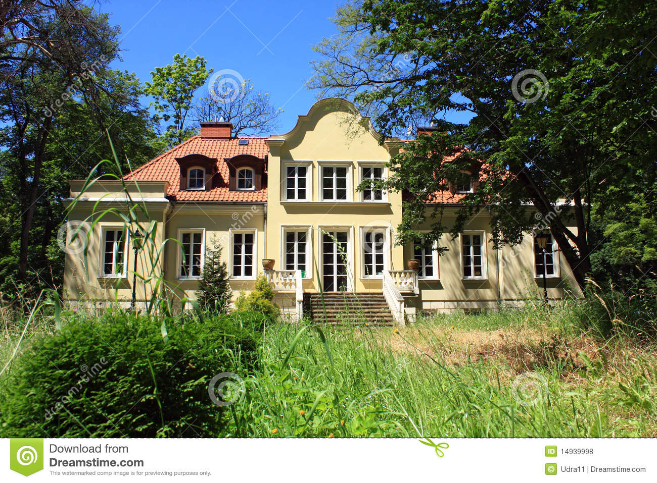 Beautiful mansion in garden stock photo image 14939998 for Images of beautiful mansions