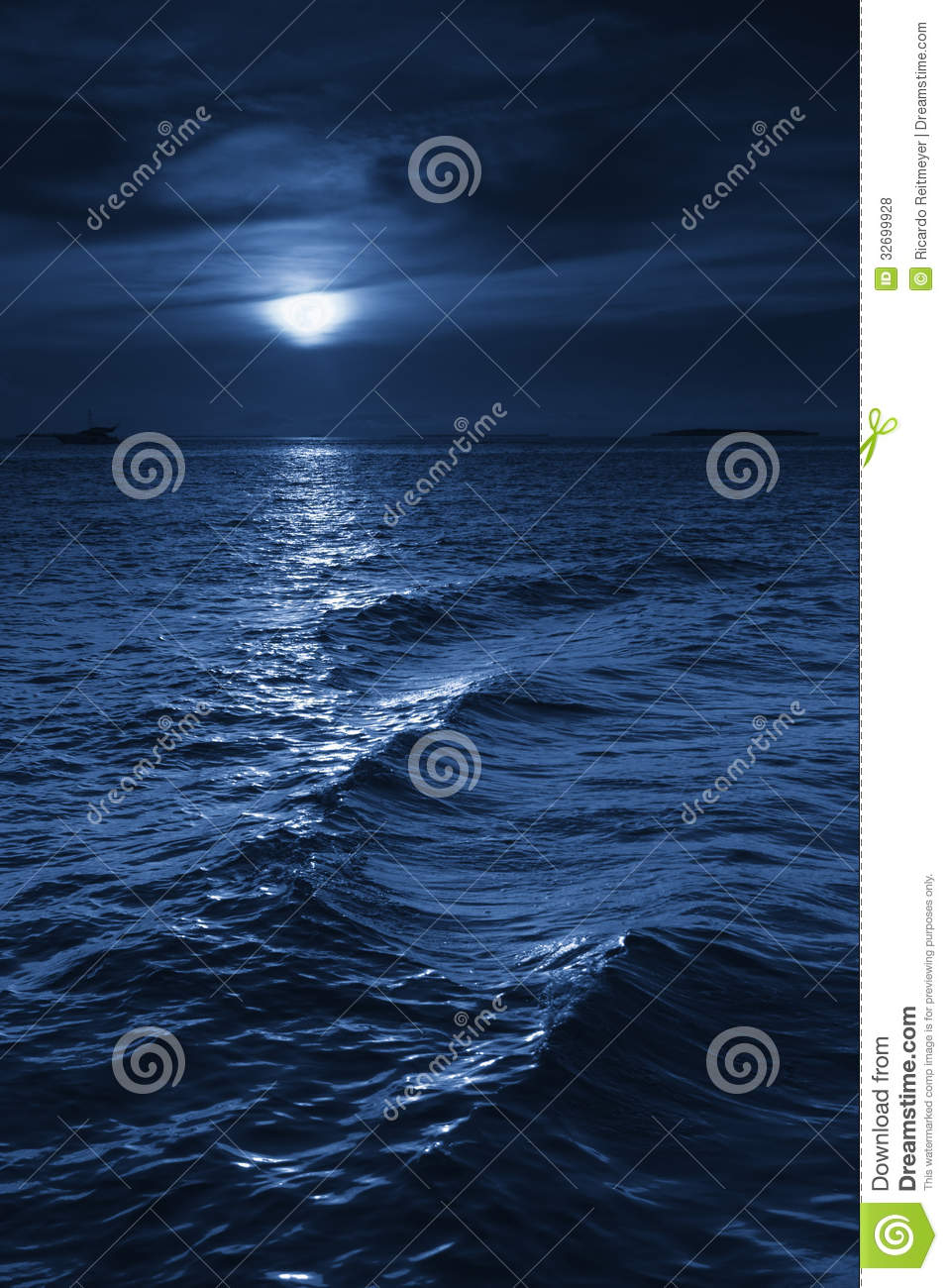Beautiful Midnight Ocean View With Moonrise And Ca Stock