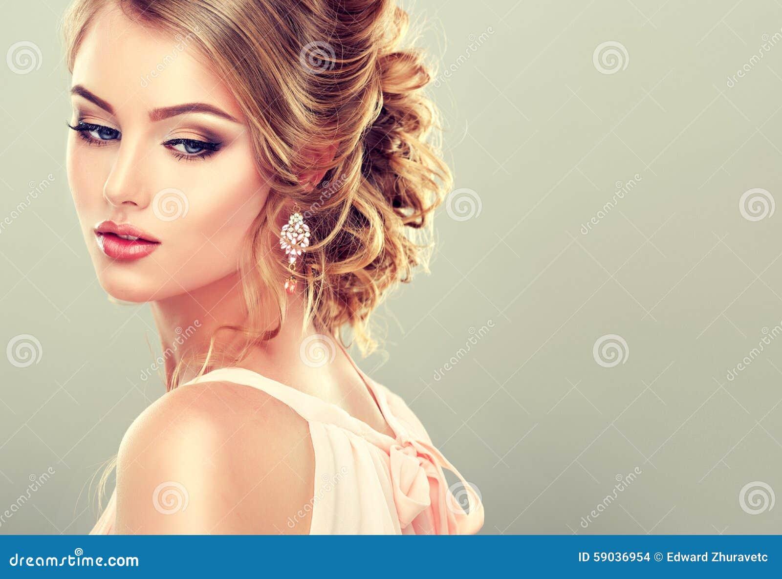 Смотреть красивые причёски для девушек