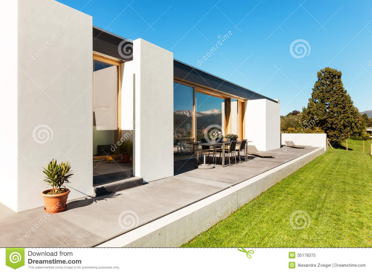Beautiful modern house stock image image of green modern for Modern beautiful house