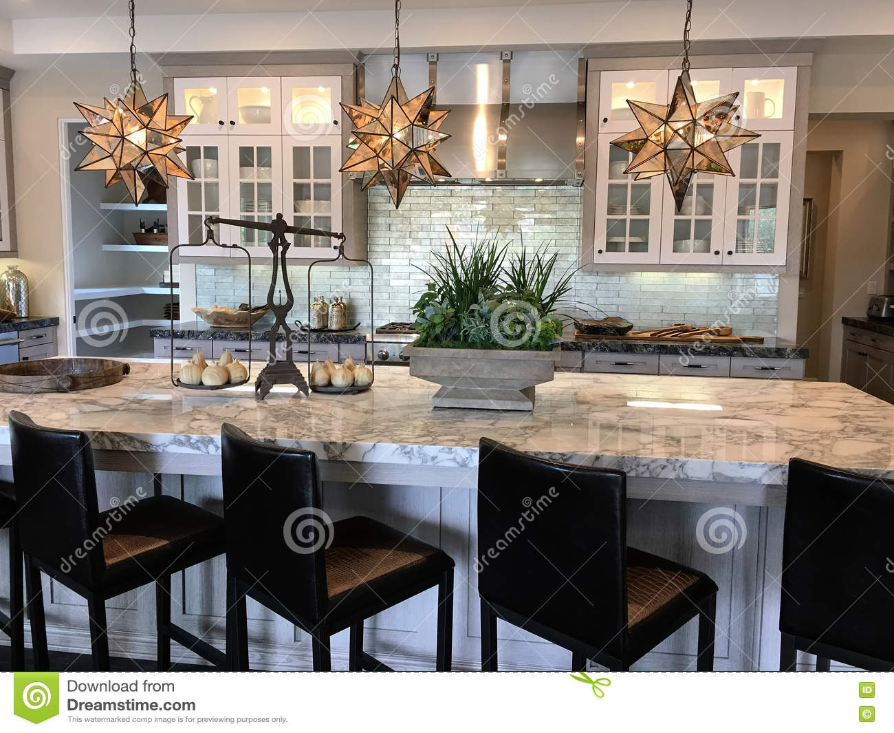 Beautiful modern kitchen stock photo image of countertop for Cuisine moderne avec bar