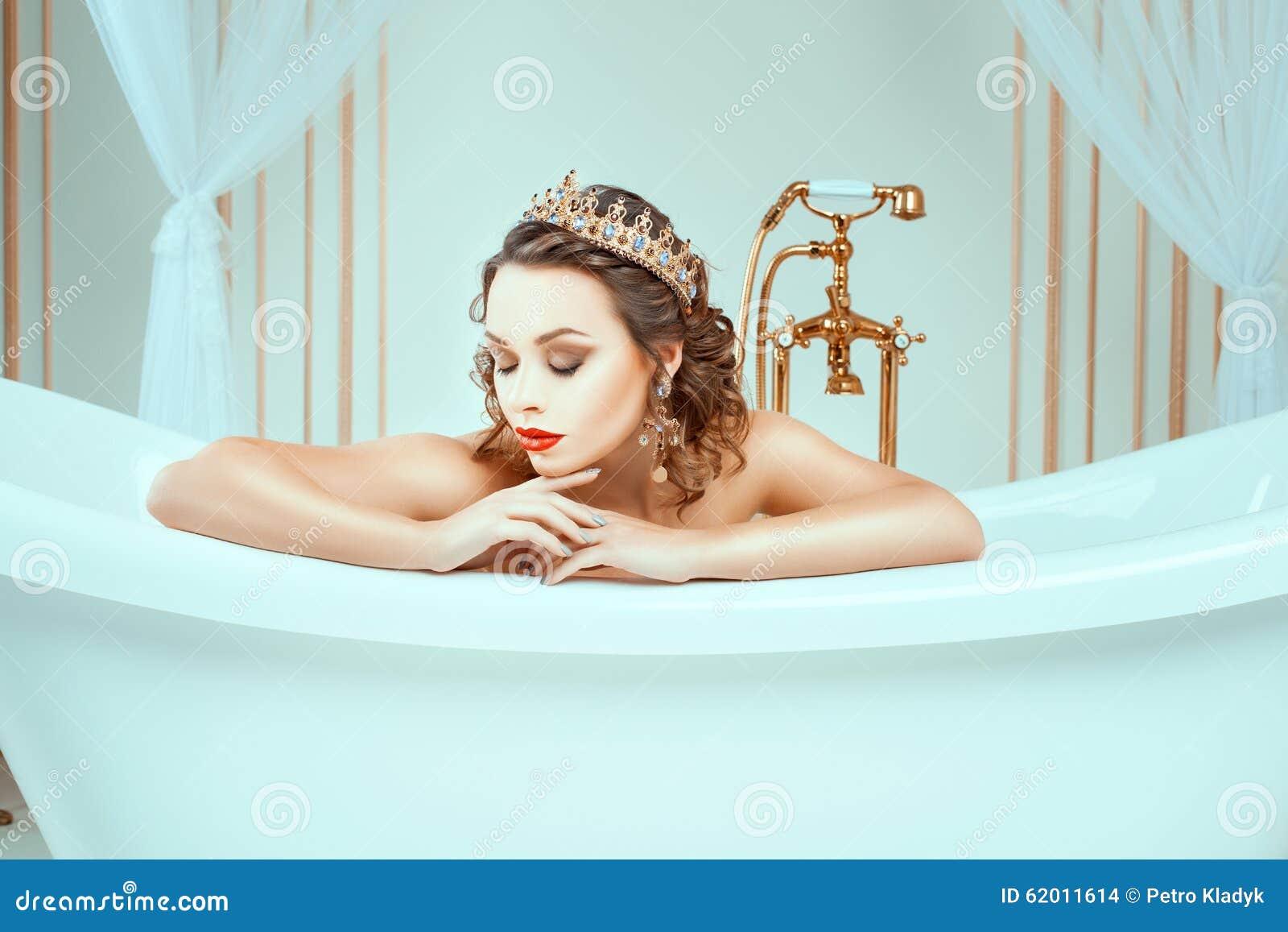 woman sitting on bath www