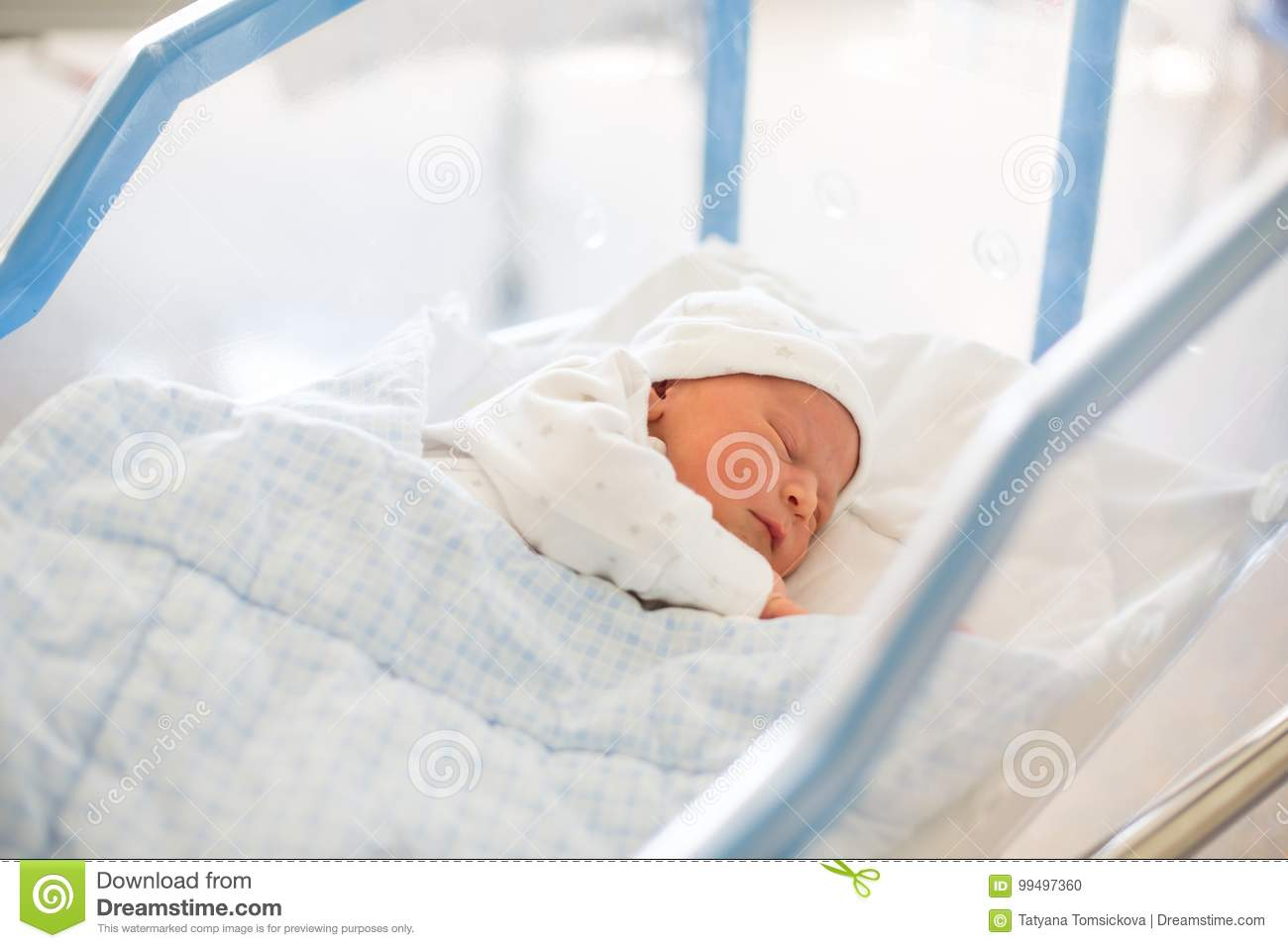Ongekend Newborn Baby Laying In Crib In Prenatal Hospital Stock Photo OW-47