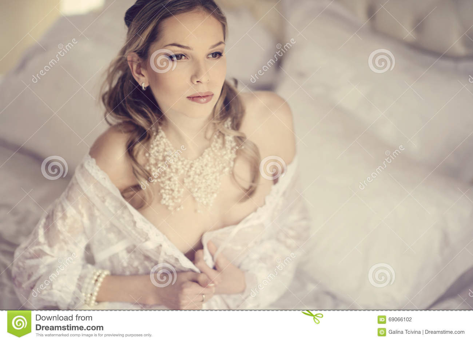 Beautiful Nude Lady 104