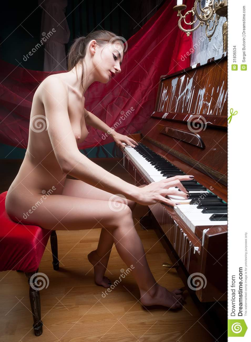 Little girl nude playing piano was specially