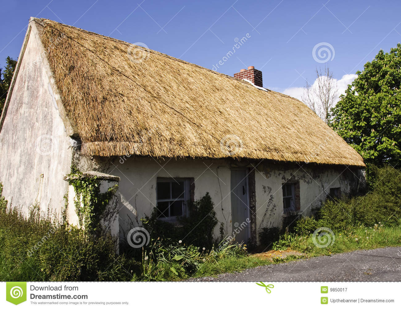 Royalty free stock photography beautiful old thatched cottage