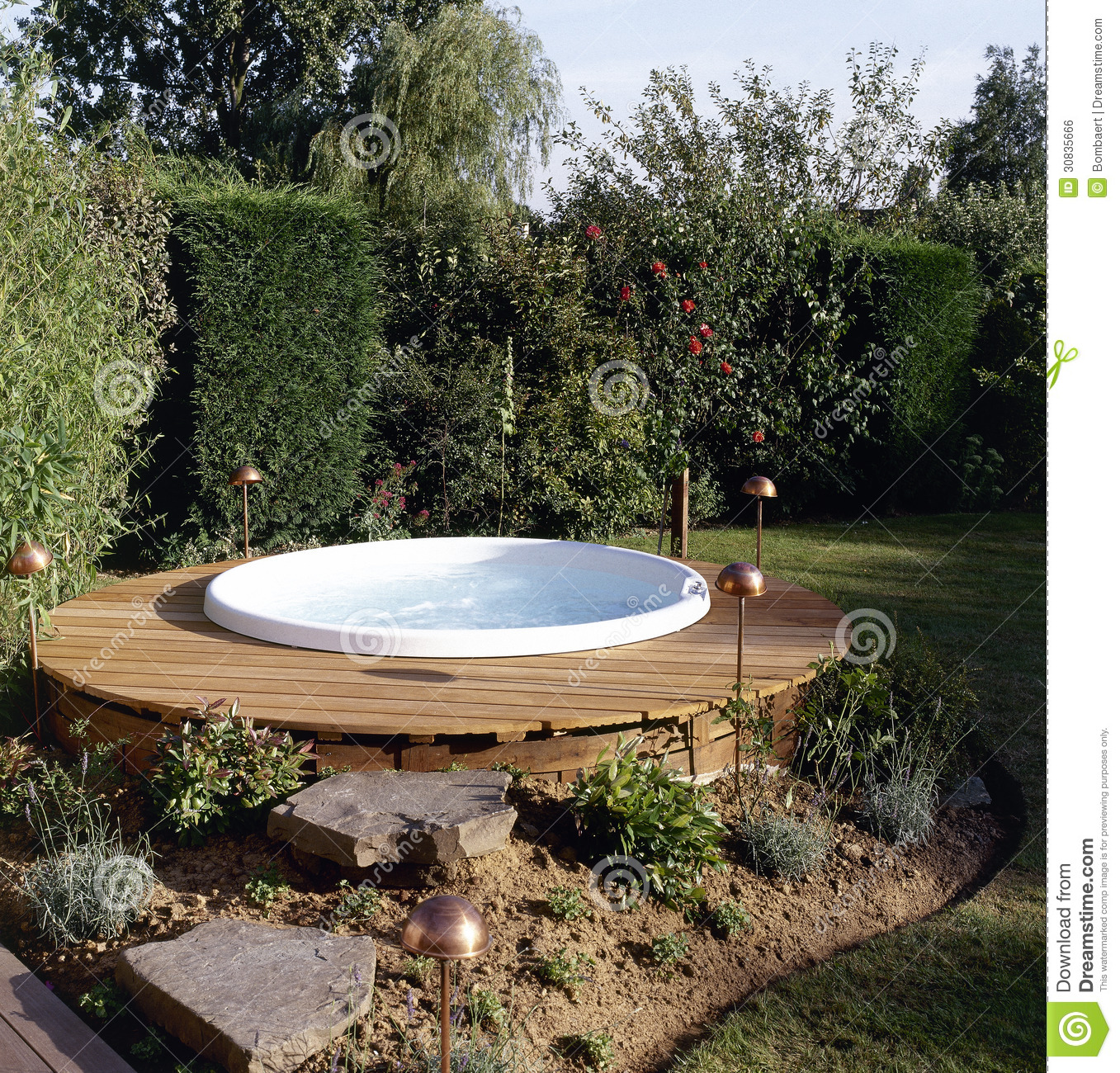 Beautiful outdoor jacuzzi stock photo image of concrete for Jacuzzi enterre exterieur