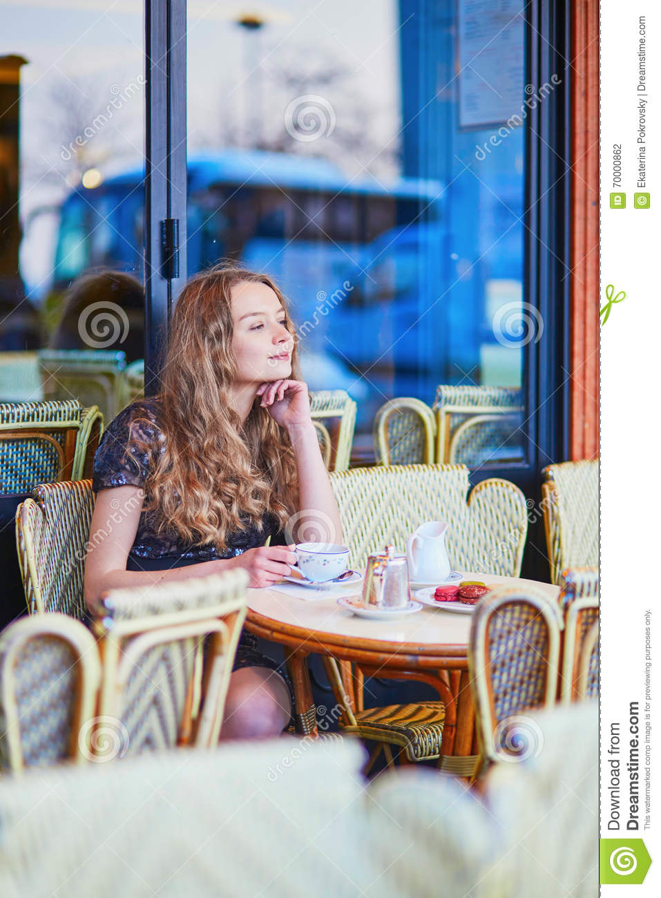 Beautiful Eat In Kitchens: Beautiful Parisian Woman In Cafe Stock Photo