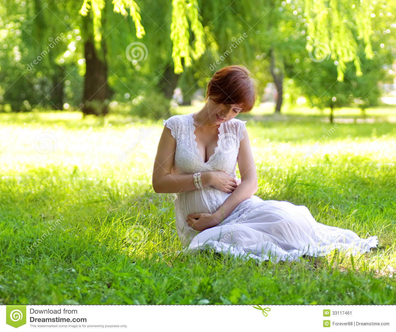 Beautiful pregnant woman stock image image 33117461 for Gardening while pregnant