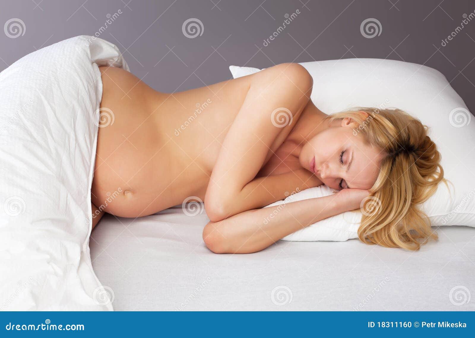 К чему снится голая сестра