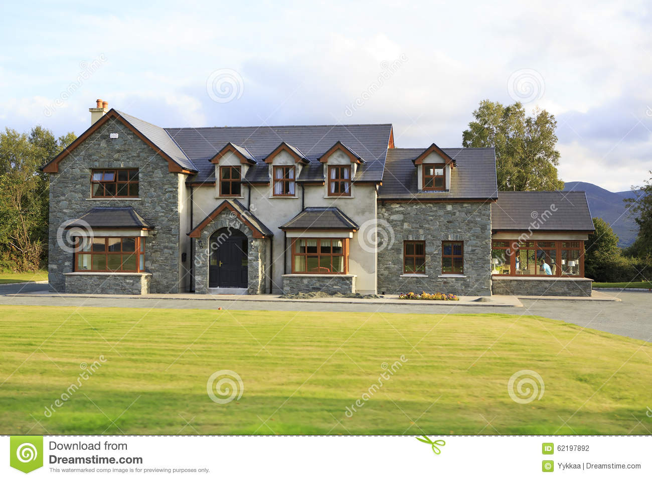 Beautiful residential country houses in ireland editorial for Beautiful residential houses
