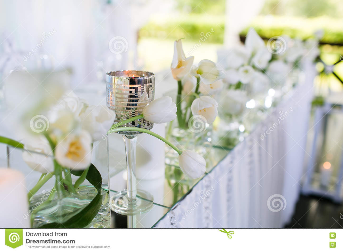 Beautiful Restaurant Interior Table Decoration For Wedding. Flower ...