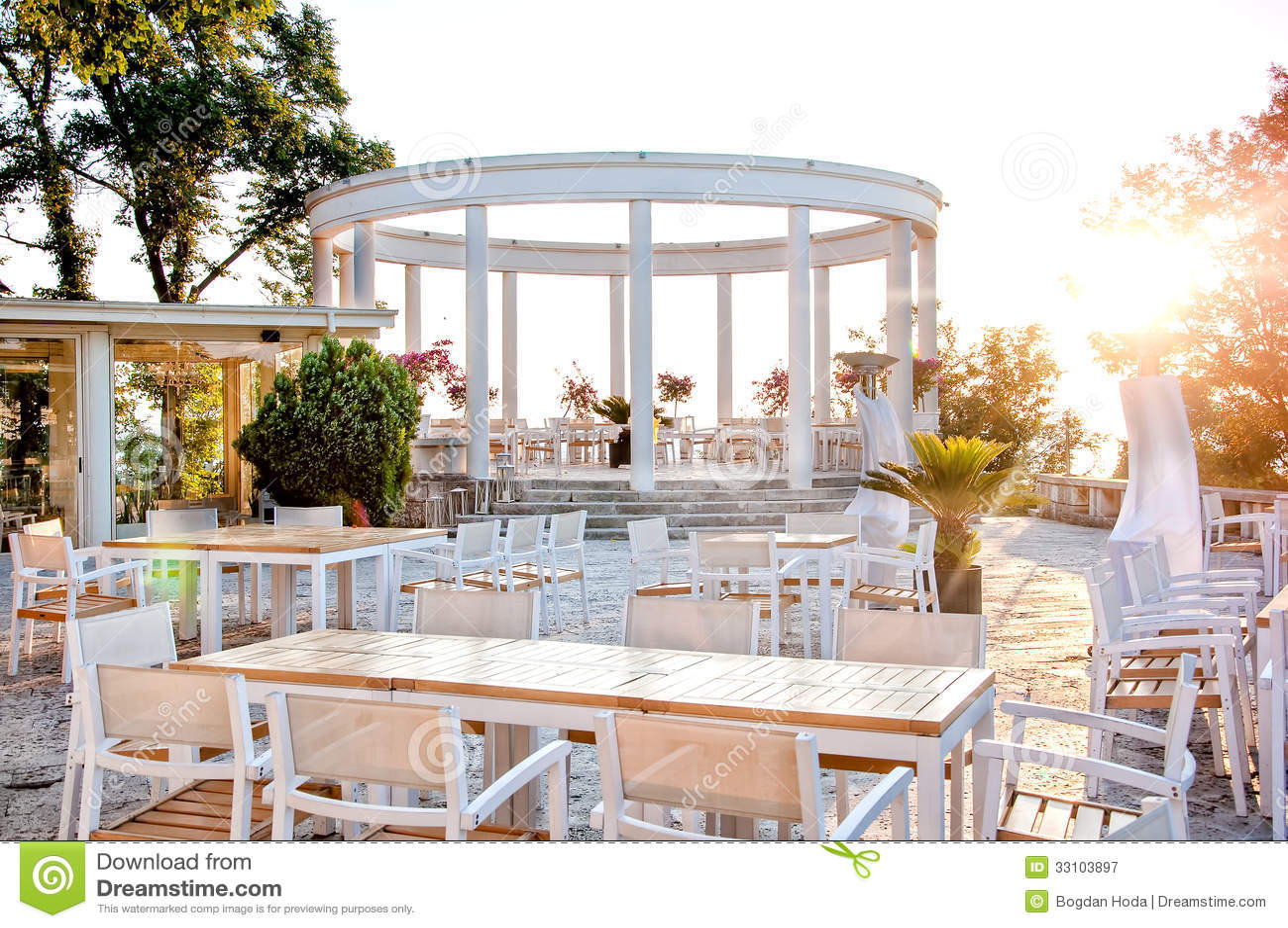Beautiful restaurant with terrace on ocean shore for for Restaurant with terrace