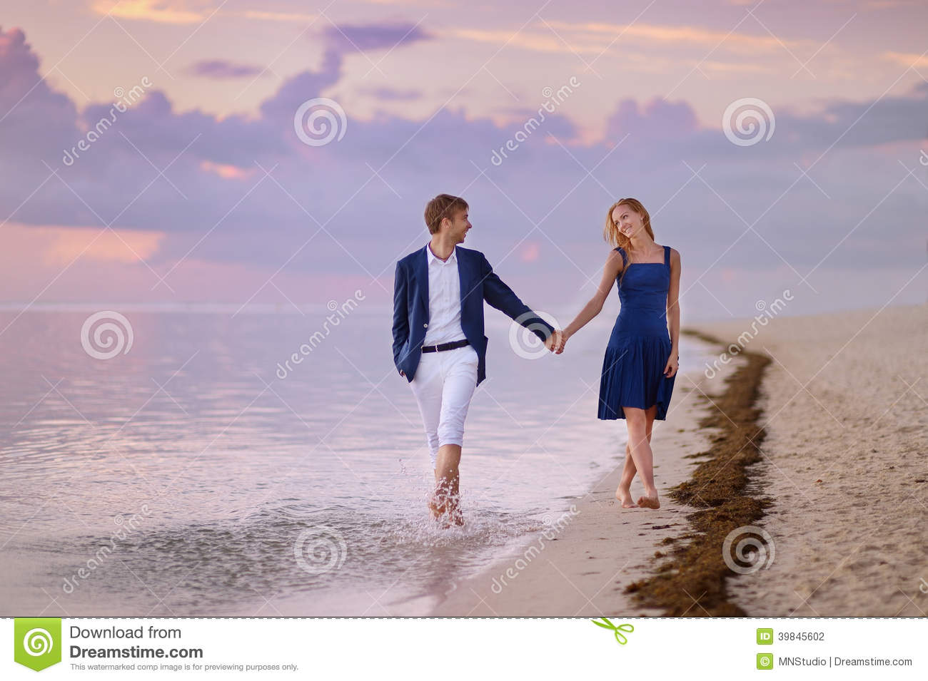 Romantic Pictures Of Tropical Beaches: Beautiful Romantic Couple On A Tropical Beach Stock Photo