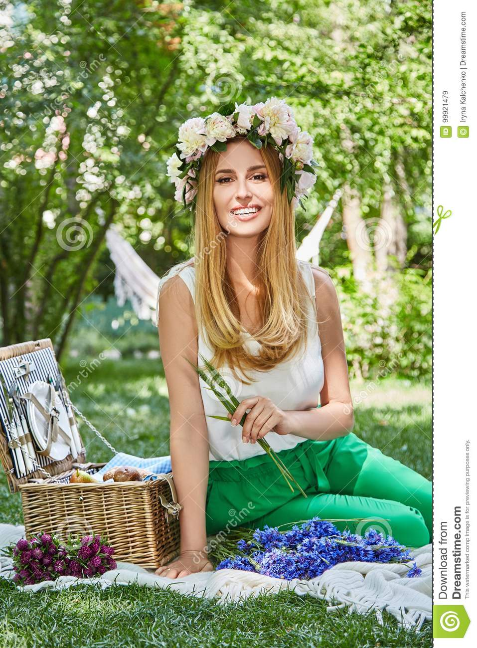 Sexy photos of woman on picnic