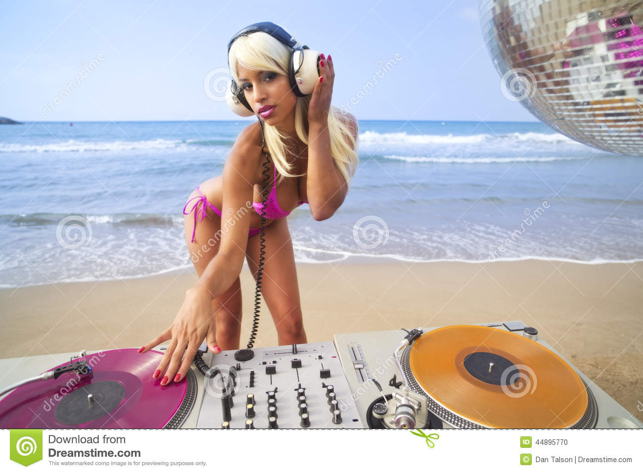 Beautiful woman dj at beach stock photo image 44895770 for Geburtstagsbilder 18