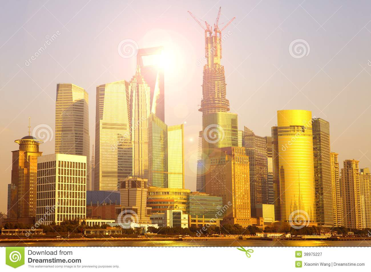 a description of the city of shanghai Originally, shanghai was a seaside fishing village and with time, became china's most prominent city by the 20th century, shanghai became the center of popular culture, intellectual discourse and political intrigue in the republic of china.