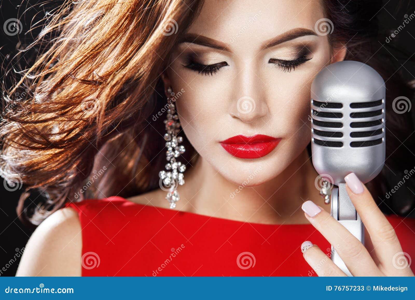 World's Top 10 Famous, Hottest & Best Female Pop Singers ...