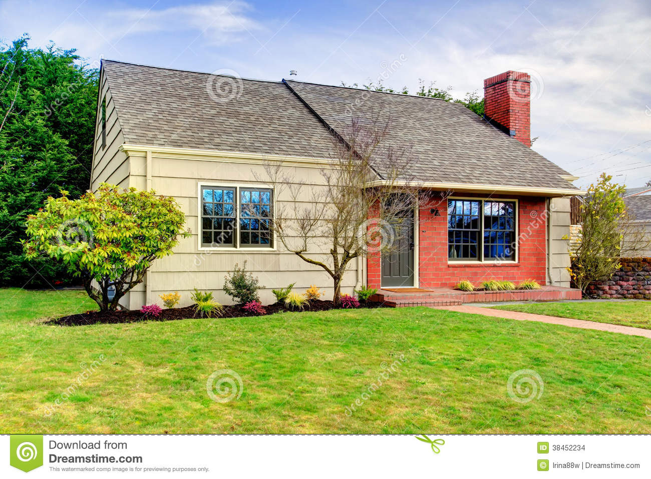 Brick Vector Picture Brick Veneers: Beautiful Small Siding House With A Brick Trim Wall Stock