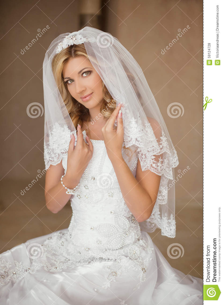 Beautiful Smiling Bride Woman In Wedding Dress And Bridal Veil P ...