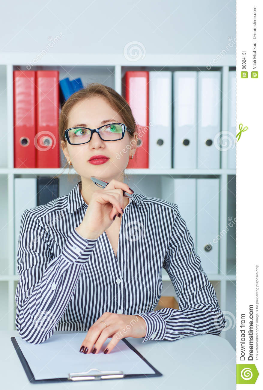 Resume Istance   Beautiful Thoughtful Girl Sitting At Office Preparing To Write