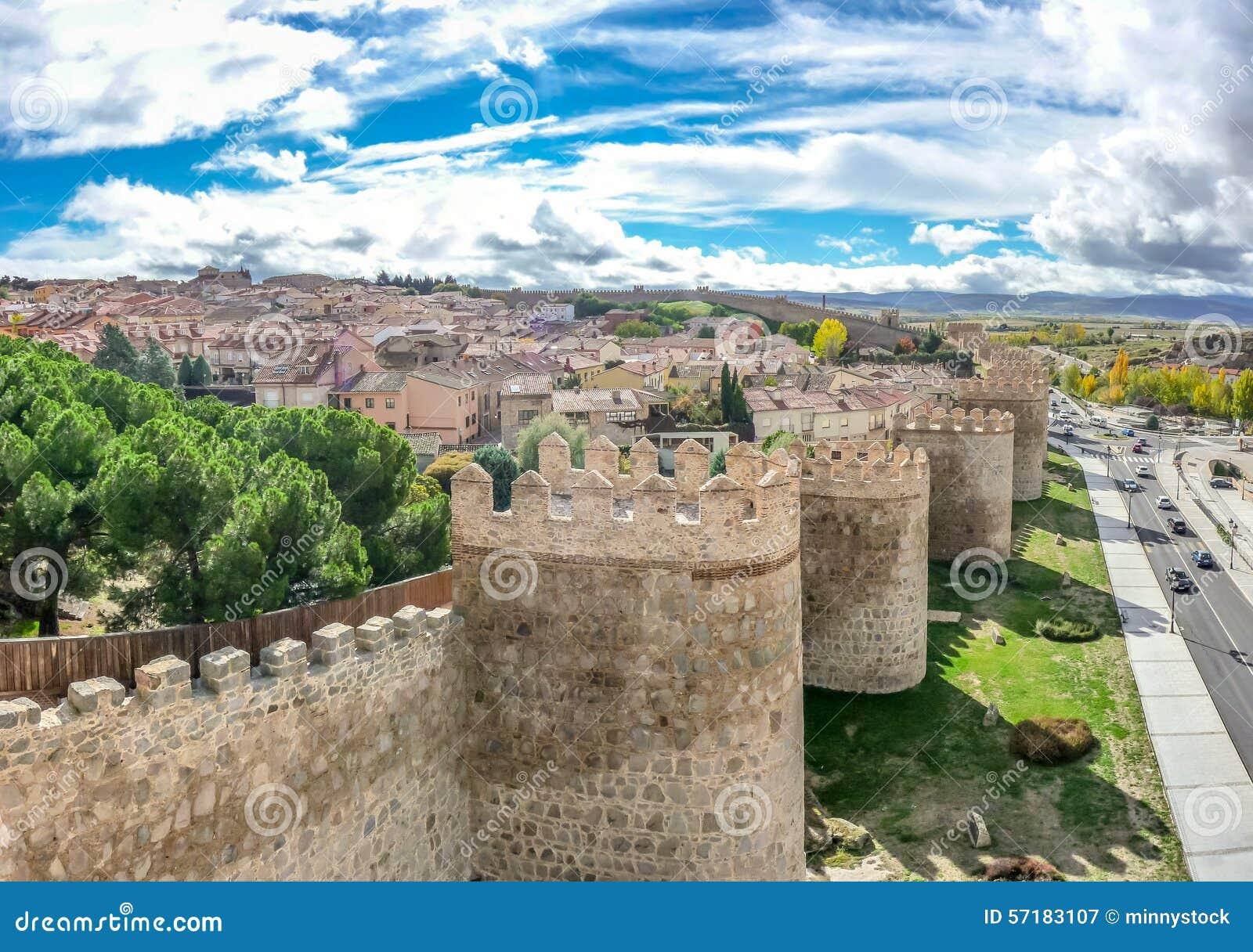 Beautiful view of the ancient walls of avila castilla y for Comedores castilla y leon