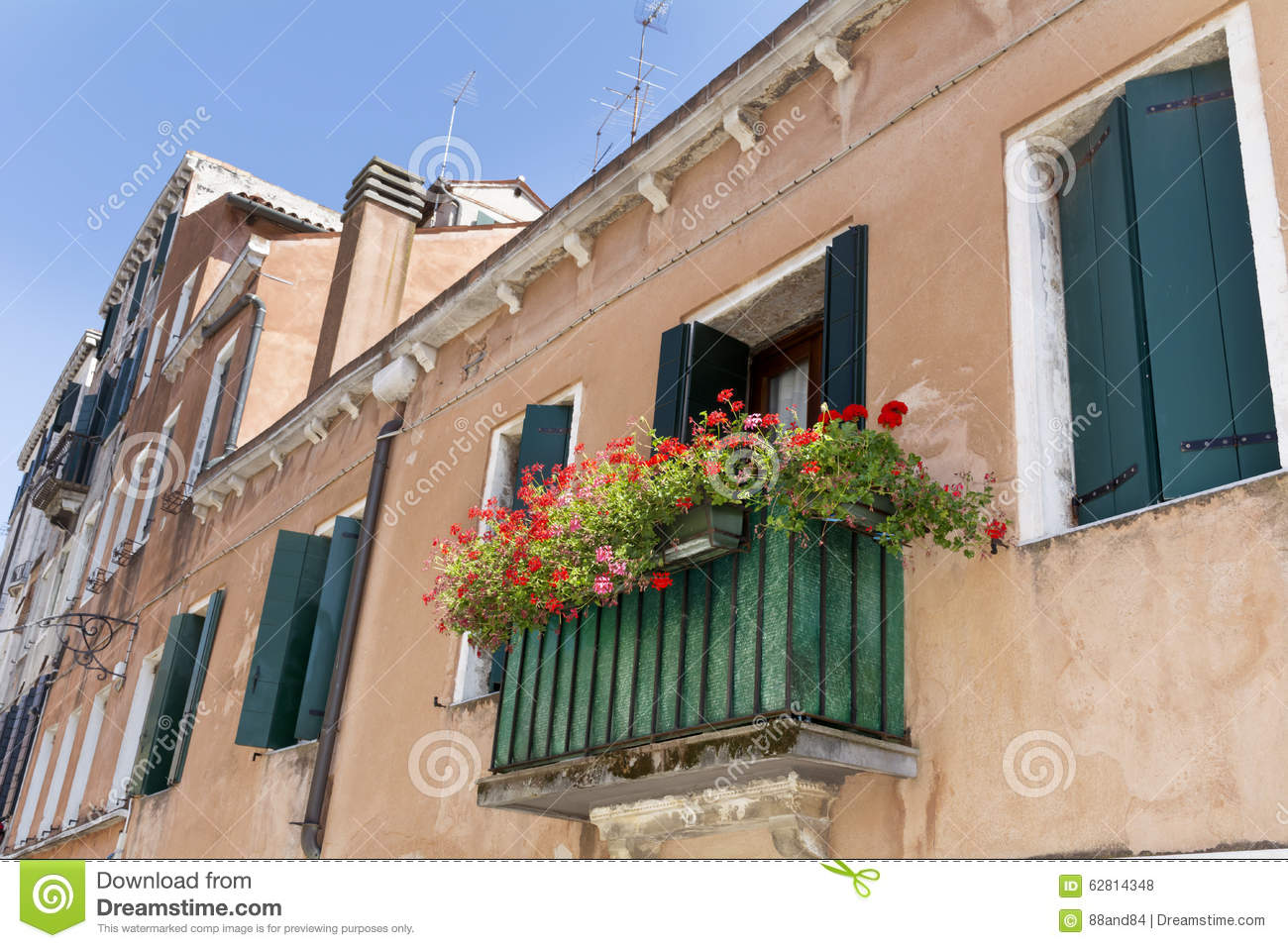 Beautiful vintage italian balcony with red pot flowers for Italian balcony